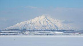 冬の利尻山と樹氷